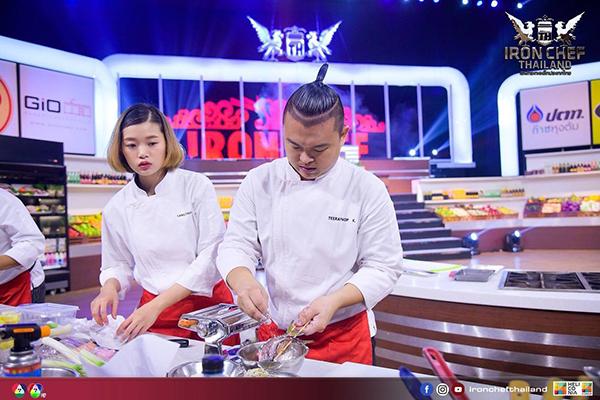 アイアンシェフ出演時の写真(左から) TueさんとYugi さん