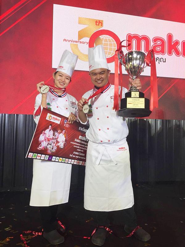マクロ主催の料理コンテストで入賞