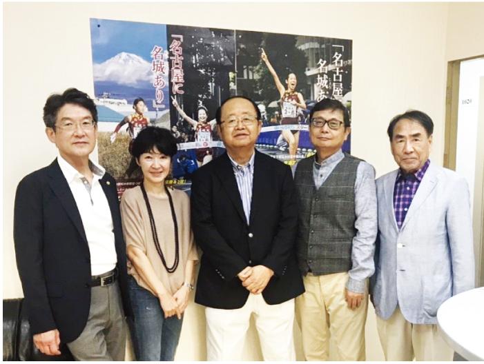 左から矢野副経営本部長、川澄准教授、立花理事長、山口タイ名城会会長、山田校友会会長