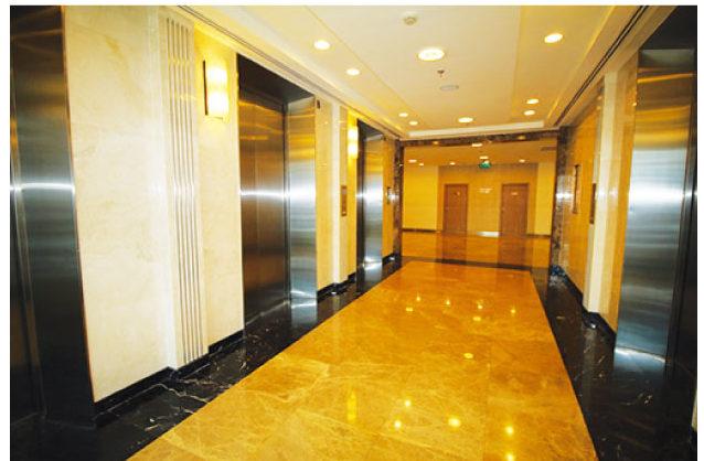 エレベーターは全部で11台あり
