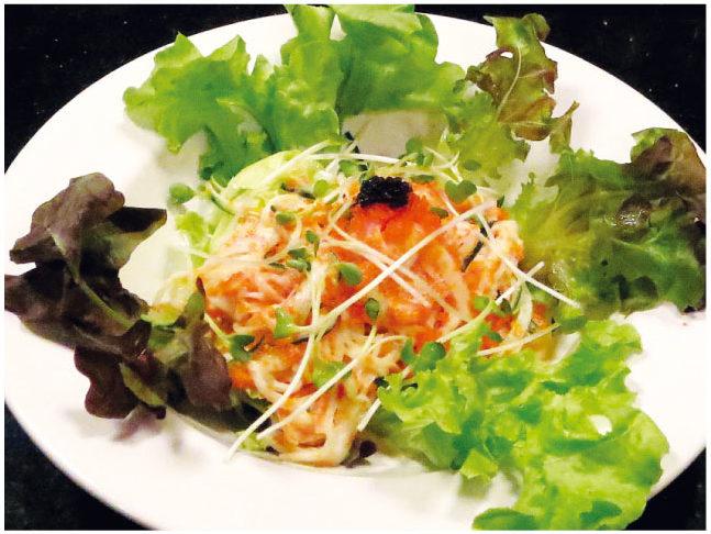 カニカマえびこサラダ (150バーツ)