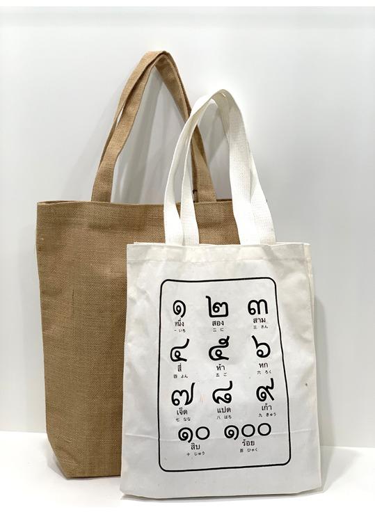 ヌット先生のタイ語がデザインされたオリジナルバッグ