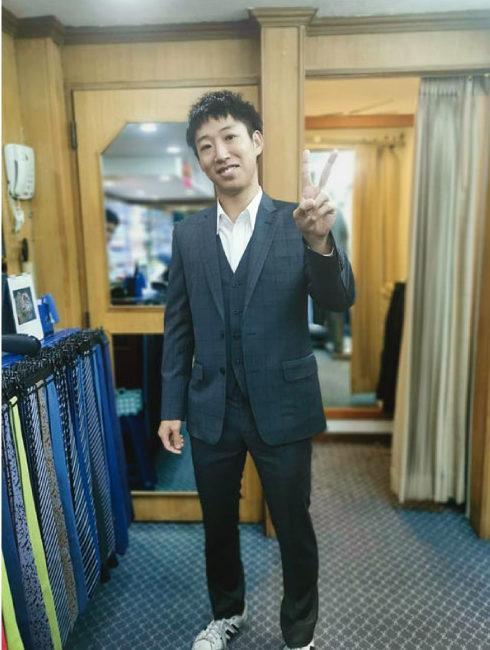 アンドリュー&ウォーカーでスーツを仕立てた日本人男性