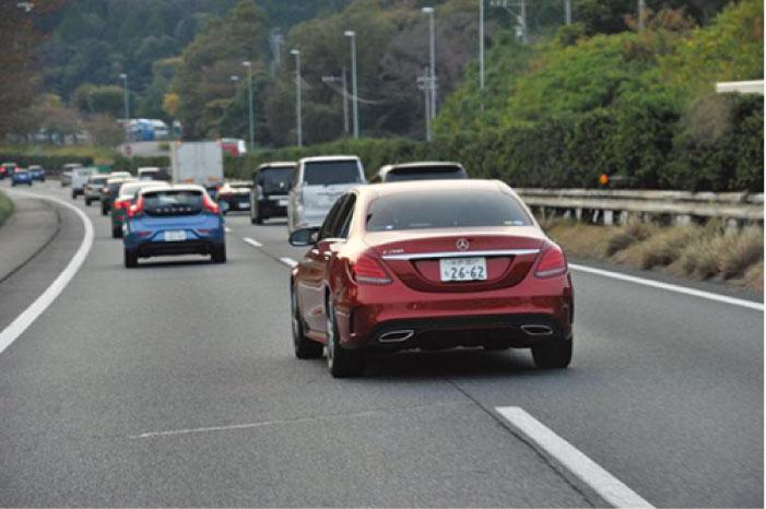 タイではウィンカーを出さないで割り込む車が多い