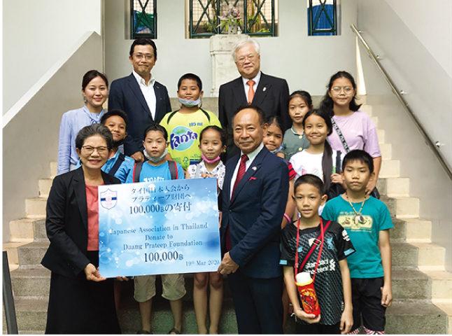 日本人会からプラティープ財団への寄付
