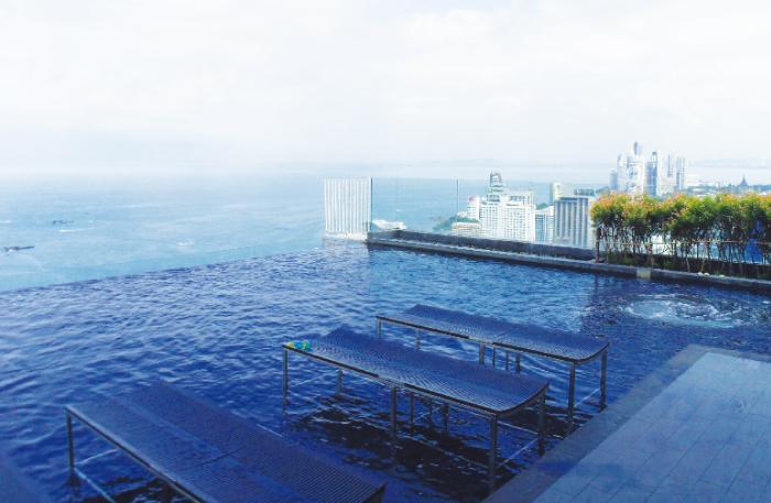 屋上プールからお景色