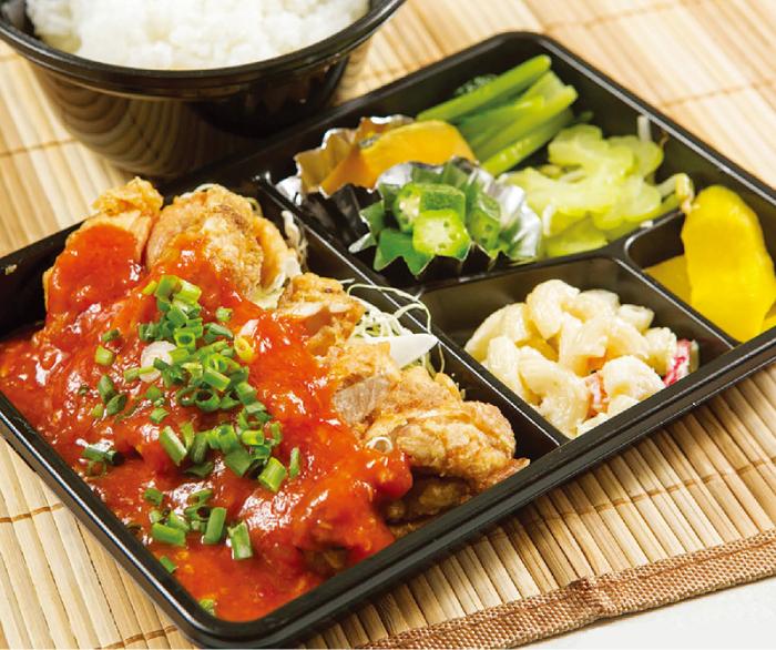 キッチンさいあむの鶏のチリソース弁当(170バーツ)