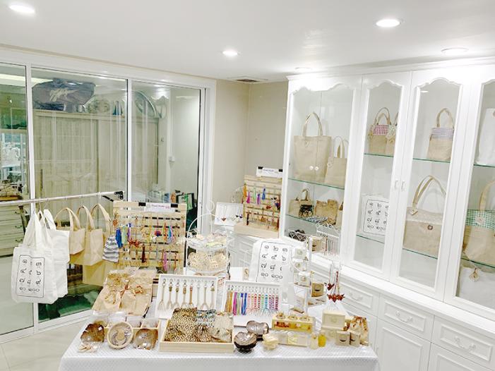 ヌット先生の自宅1階にオープンしているショップ