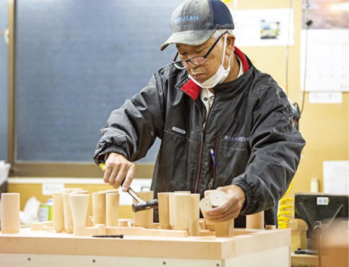 マルサン木型製作所の木型の組み付け作業
