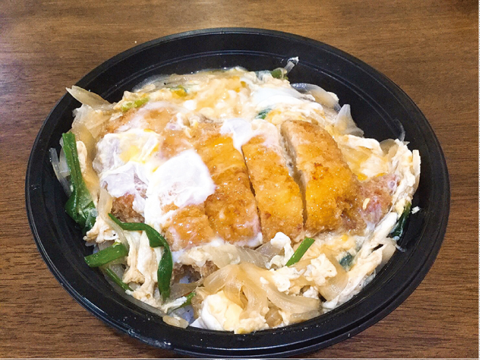オレンジハウスのカツ丼(160バーツ)