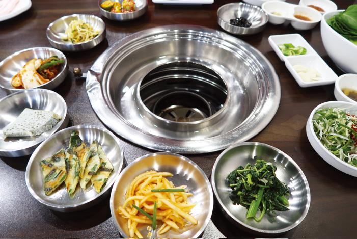 まず、小鉢が8種類も出される