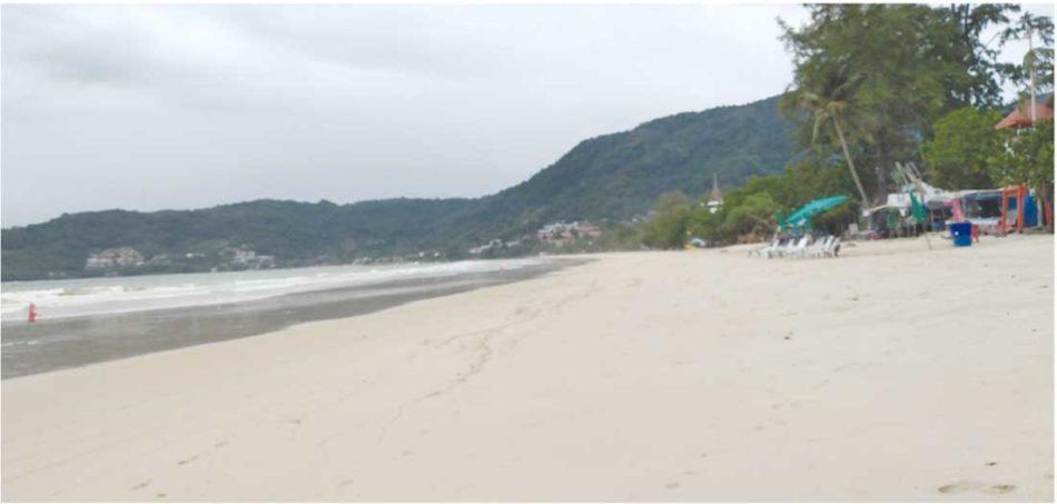 レンタルビーチチェアもお客がいない状態