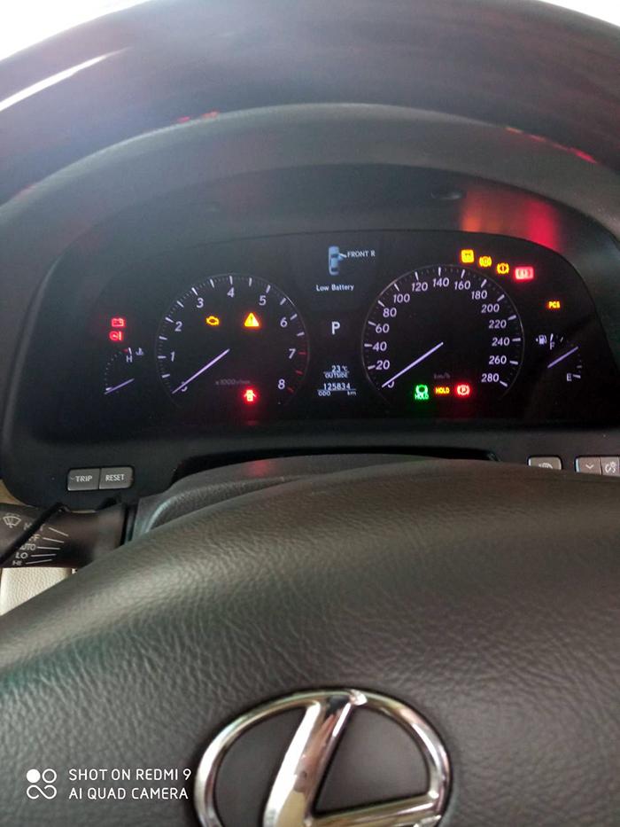 レクサスの車内のメータ