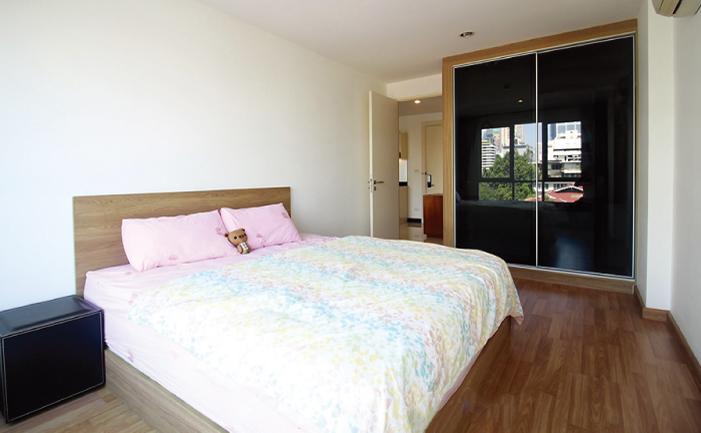 ヴォーク・レジデンシャル・スクムビット16の明るいベッドルーム