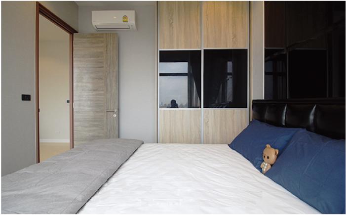 メイフェア・プレイス・スクムビット50の落ち着いた内装のベッドルーム