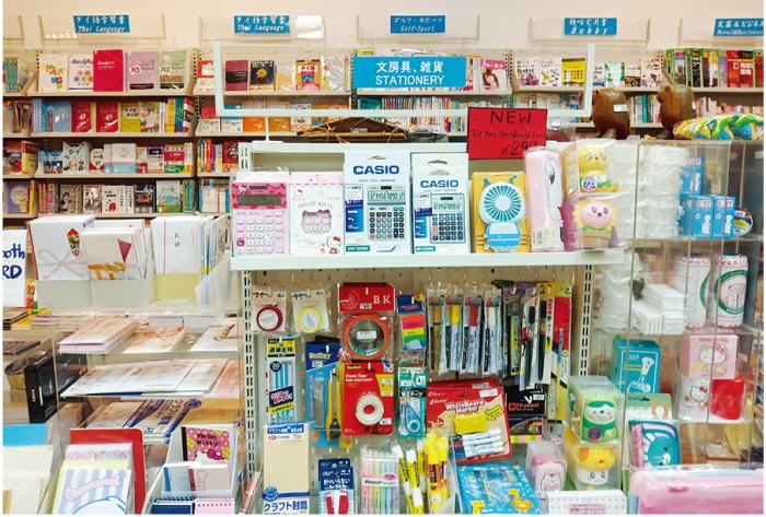 祝儀袋や日本の文房具、カシオの電卓など、日本製品も取り扱っている