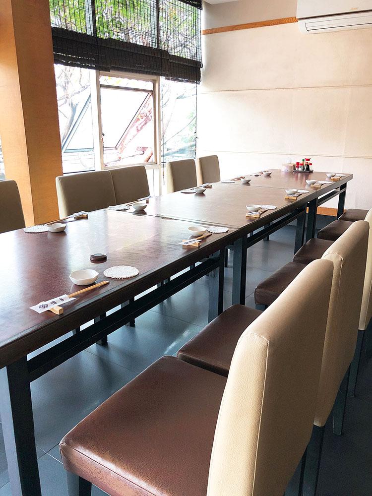 博多のテーブル席