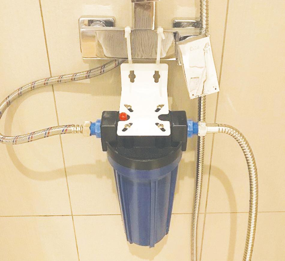 シャワー用軟水器の取り付け例
