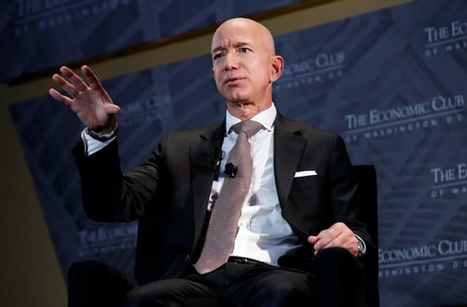 アマゾン・ベゾス CEO 同社株価上昇で640億ドル(約7兆円)増加 写真:ロイター