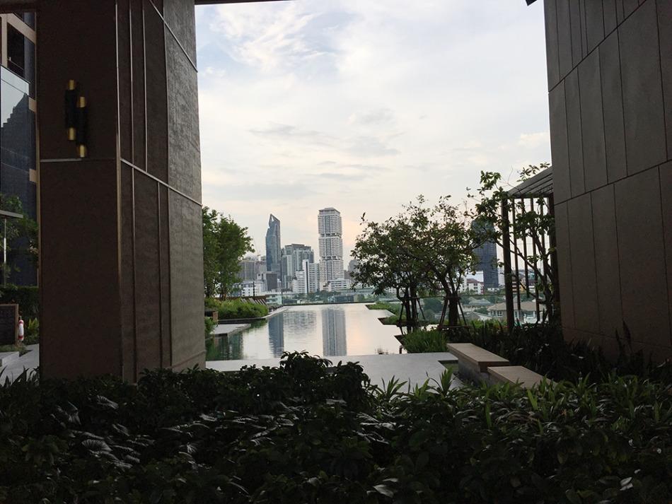 OKA HAUSの屋上プールとガーデンからの眺め