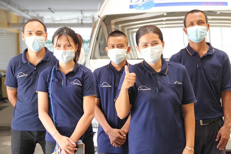 スタッフは全員マスク着用