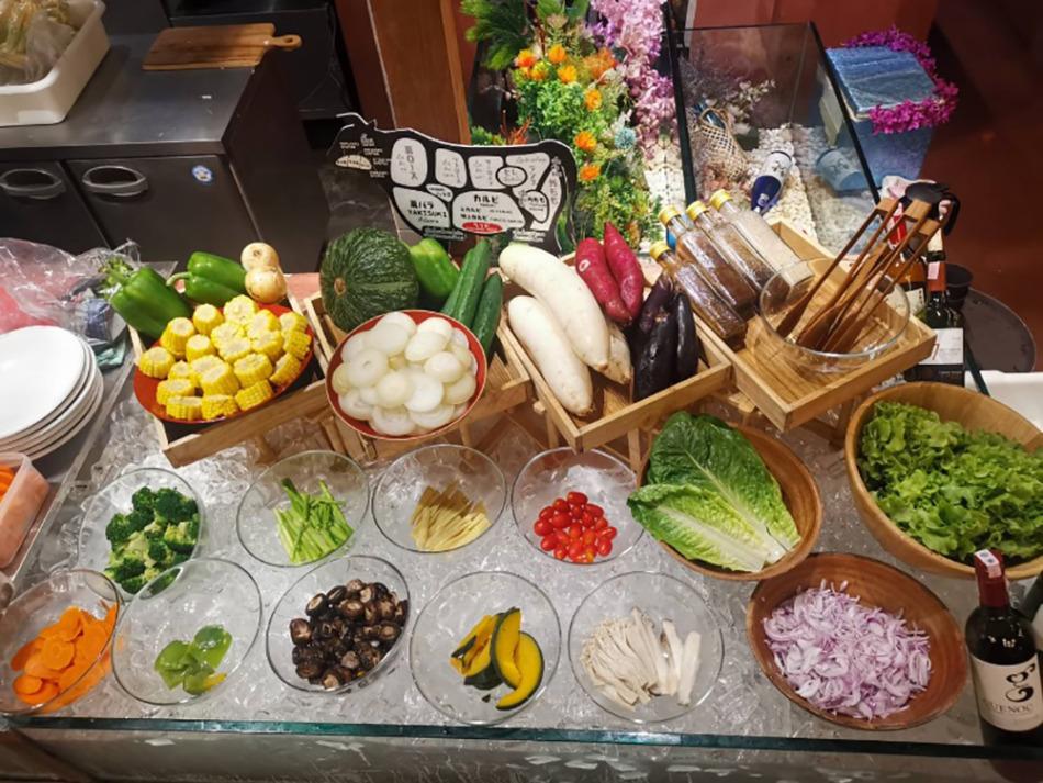 てっぺんトンロー店は2階で野菜を販売しています