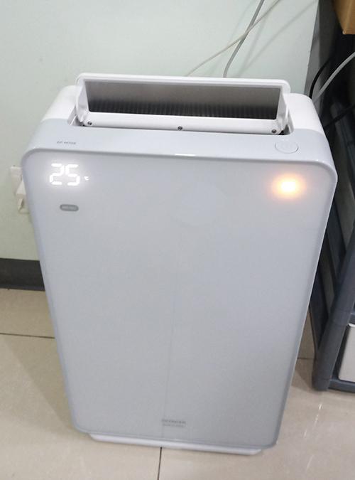 待合室にもPM2.5対応の空気清浄機