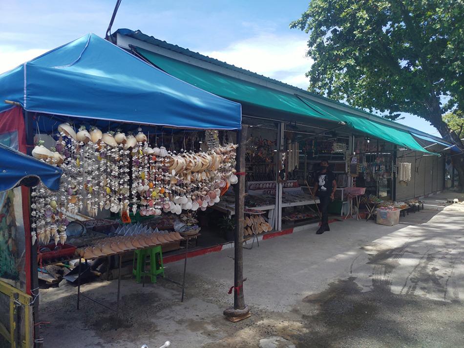 貝殻をつかった土産物の販売店