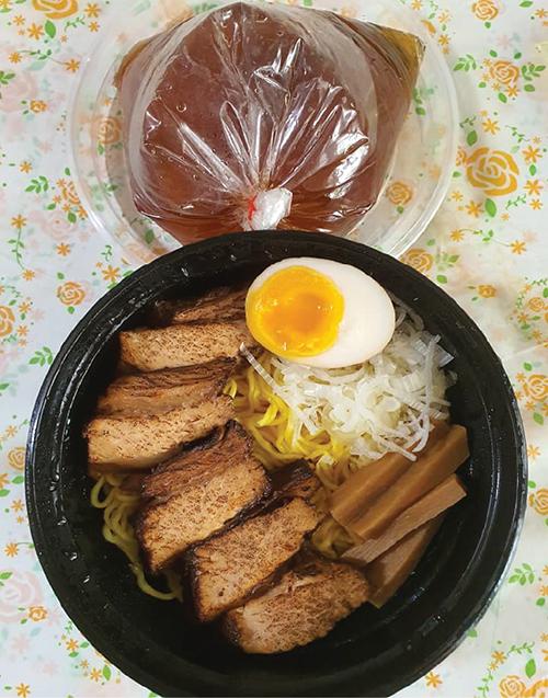 もっこりシーロムの炙りチャーシュー麺(268バーツ)